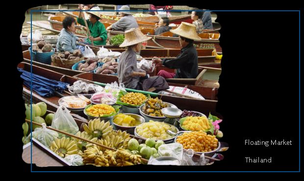 Picture of merchants in little boats at the floating market in Thailand